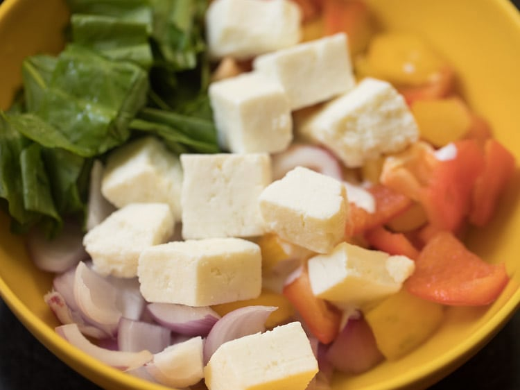 making paneer pizza recipe