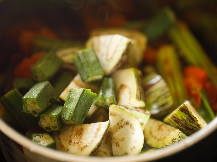 making idli sambar, making tiffin sambar