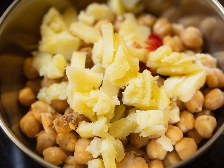 potatoes added to chana
