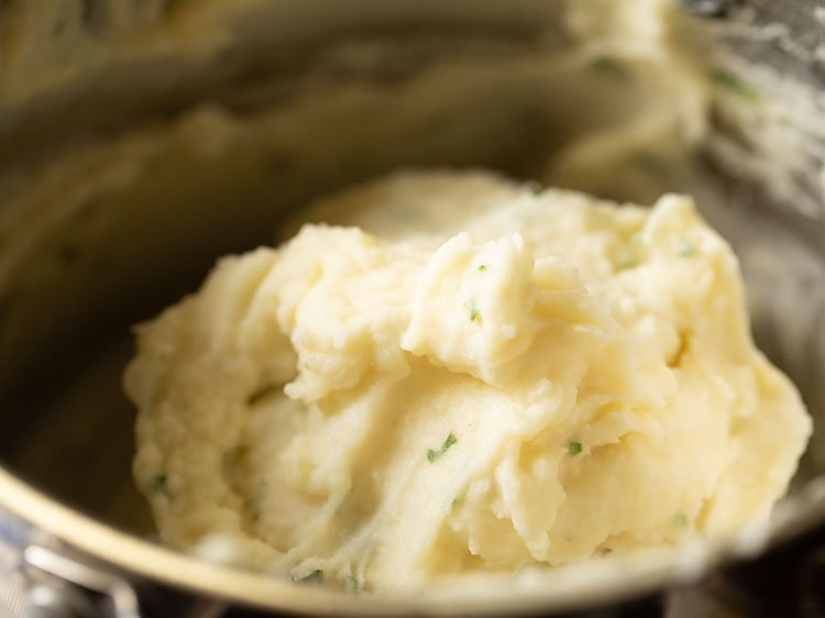 mashed potatoes ready to serve
