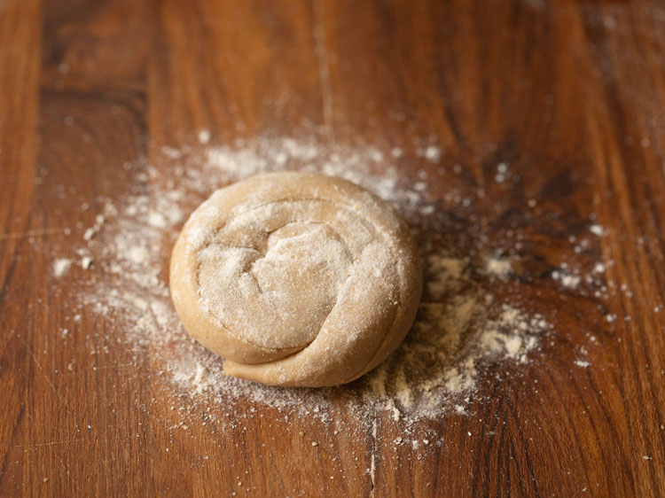 flour sprinkled on the rolled spiral stuffed dough