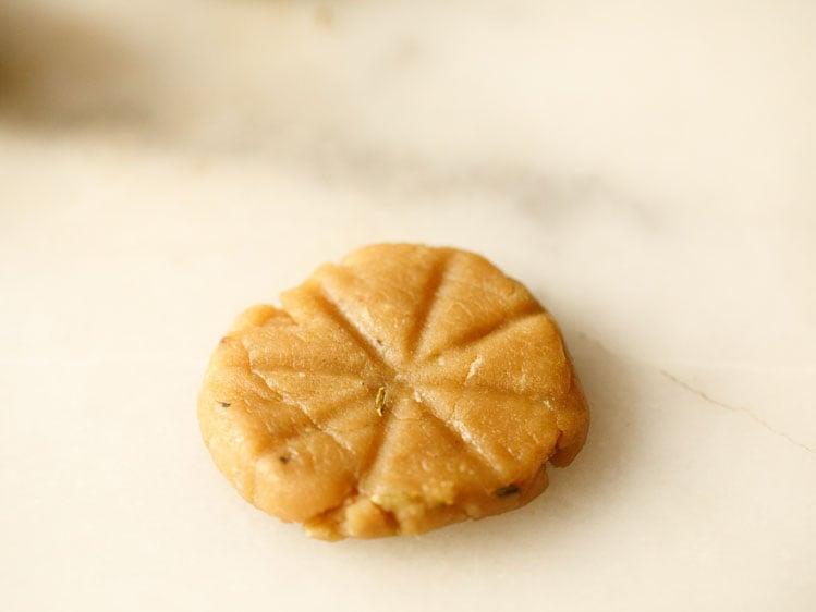 asterisk shaped pattern on flattened thekua dough