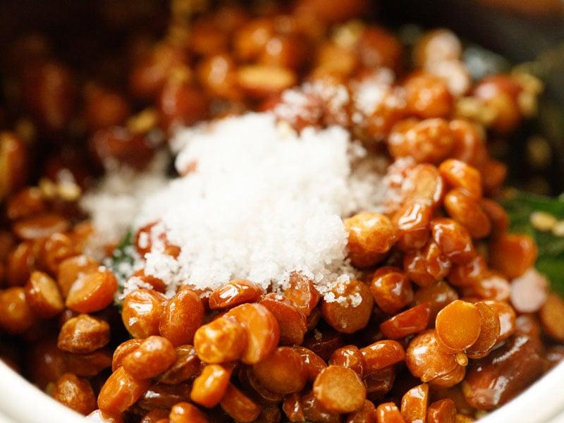 peanut chutney ingredients and salt in a blender