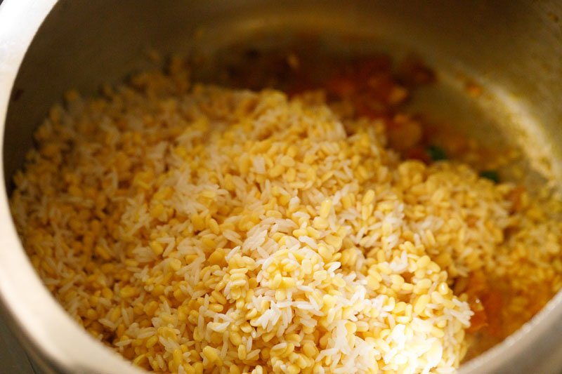 Rice and lentils in the pressure cooker