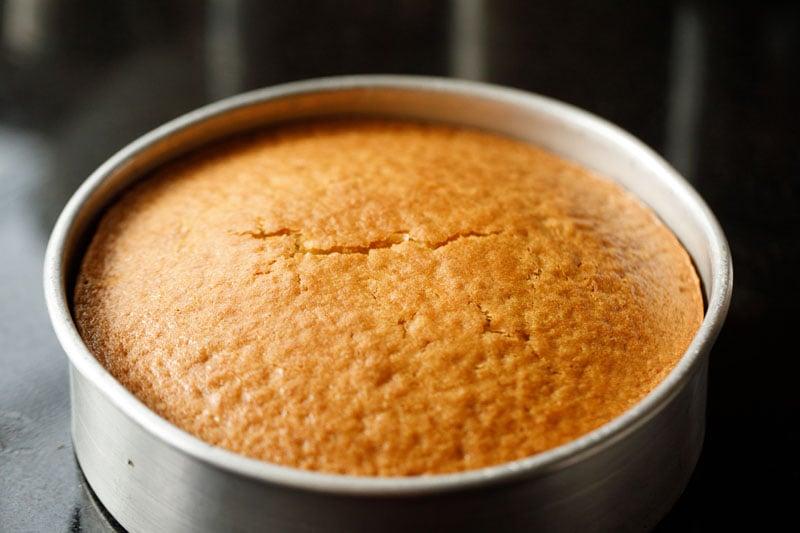 baked eggless vanilla cake