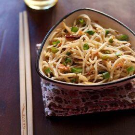 hakka noodles in bowl