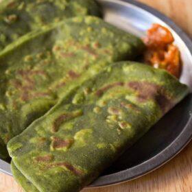 palak paratha on plate