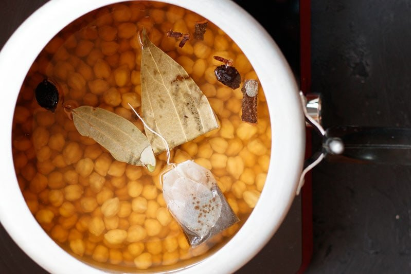 chickpeas in pressure cooker with spices and herbs