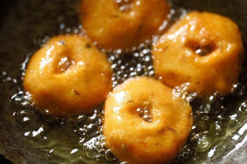 crisp and golden medu vada in hot oil