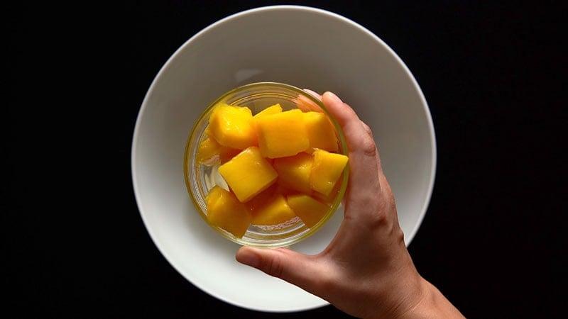 chopped sweet mangoes